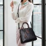 Casual PU Shoulder Bag Ladies Handbag Messenger Bag with Tassel and Cat Pendant (Black)