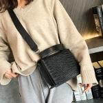 Crocodile Texture Square Bag PU Leather Shoulder Bag Ladies Handbag Messenger Bag (Black)