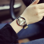 Women Triangle Leather Belt Quartz Watch(Black)