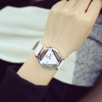 Women Triangle Leather Belt Quartz Watch(White)