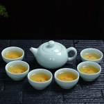 7 in 1 Longquan Celadon Tea Set Embossed Color Squid Cup Kung Fu Teacup Ceramic Set High-end Tea Set with 6 Tea Cups (Cyan)