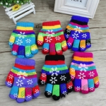 5-8 Years  Old Winter Color Printed Rubber Snowflake Pattern Children Gloves Double Thicken Warm Knitted Five-finger Gloves, Random Color Delivery